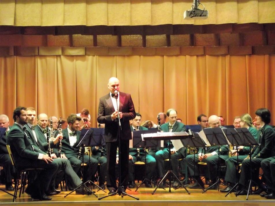 """Netradicinė muzikos pamoka. Svečiuose orkestras """"Trimitas""""."""