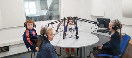Mokiniai lankosi radijo stotyje