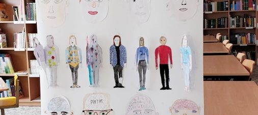 Vaikų piešiniai sąmoningumo didinimo mėnesio tema
