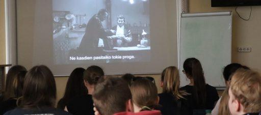Edukacija kino filmuose
