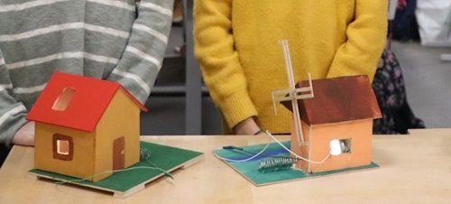Technologijų pamokose kurti namukai