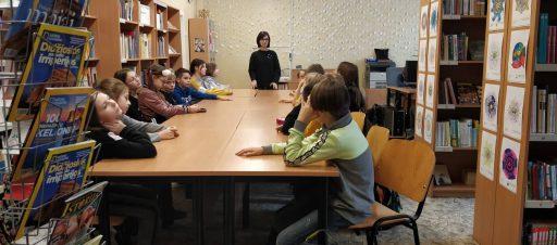 5c mokiniai lavino knygų paieškos mokyklos bibliotekoje įgūdžius
